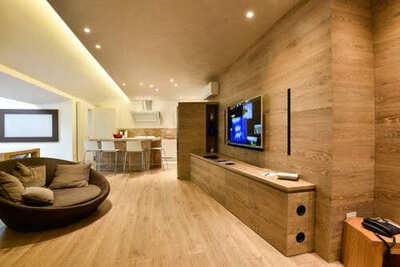 Sistema audio ad incasso su boiserie in legno